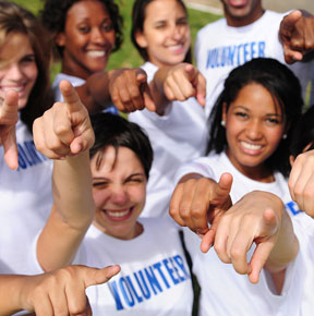 volunteer abroad scholarships and grants