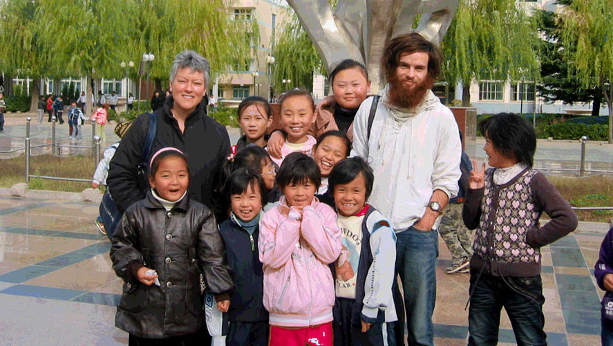 A Broader View volunteers posing with Children from China English Teaching Project