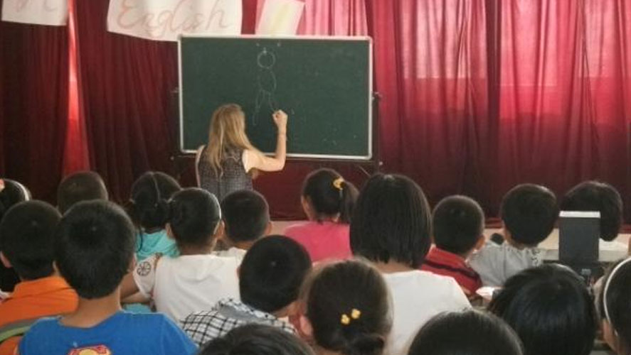 Frontier Volunteer with the children from China English Teaching project