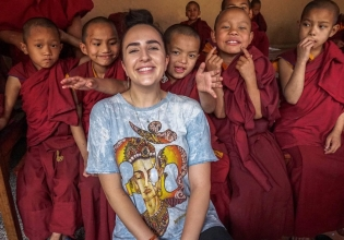 Teaching Buddhist Monks in Nepal - Over 20,000 Happy Volunteers since 2003
