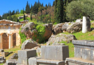 Two Day Delphi & Meteora Tour from Athens