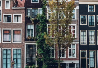 Amsterdam: Private Anne Frank and World War II Walking Tour