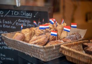 Dutch food & history walking tour in the Amsterdam Jordaan area