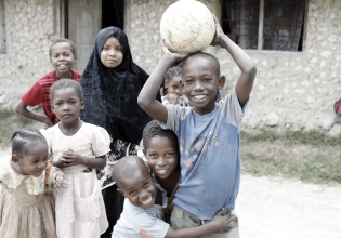 Volunteer with Children in Tanzania & Malawi